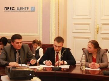 Круглий стіл на тему:  «За крок до прірви: українська вища школа без рідної мови»