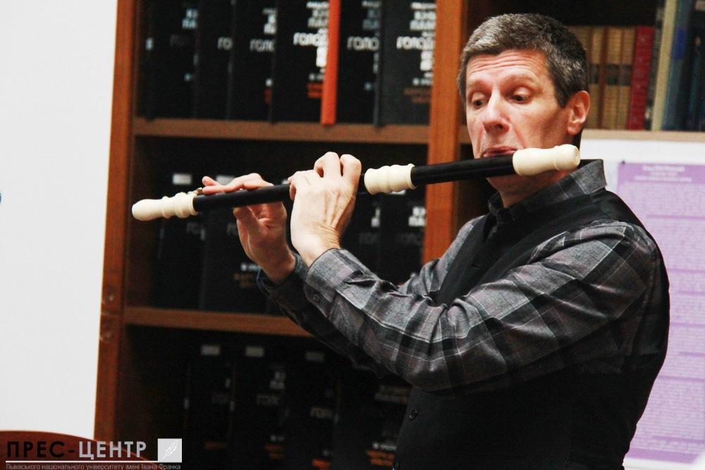 У Науковій бібліотеці Університету французький музикант розповів про особливості барокової музики