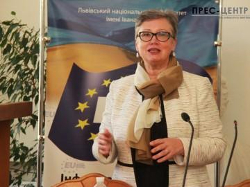 Лекція професора Латвійського університету Жанети Озоліни