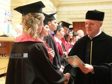 Близько 120 випускників факультету прикладної математики та інформатики отримали дипломи про вищу освіту