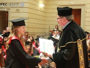 Вручення дипломів випускникам механіко-математичного факультету