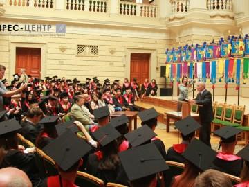Вручення дипломів випускникам географічного факультету