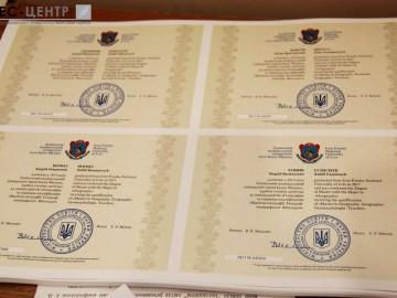 Близько 8 тисяч випускників Львівського національного університету імені Івана Франка цьогоріч отримають дипломи нового зразка