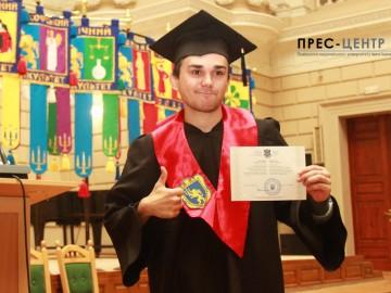 Урочистості з нагоди вручення дипломів випускникам геологічного факультету