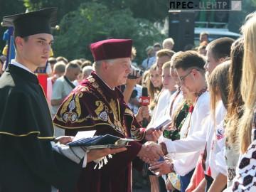 Понад чотири тисячі абітурієнтів прийняли присягу студента Львівського університету