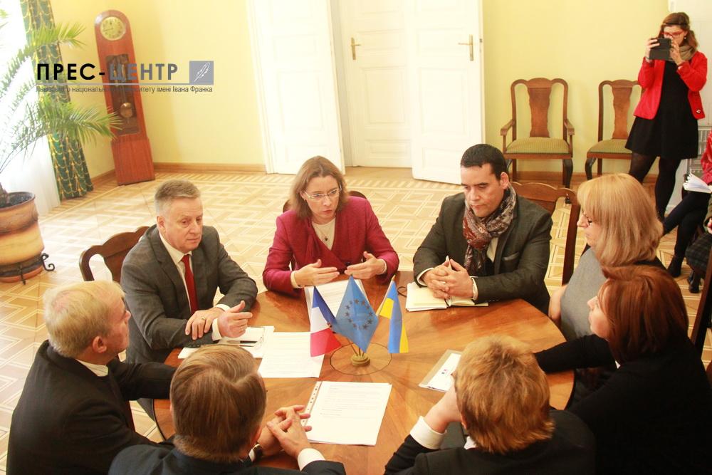Посол Республіки Франція в Україні Ізабель Дюмон має намір поглибювати співпрацю між французькими ВНЗ та Львівським університетом