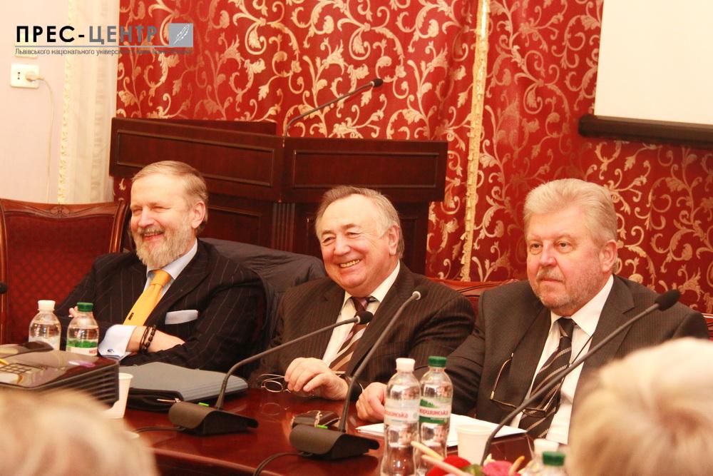 Науковці та дипломати обговорили освітні тренди у сфері міжнародних відносин