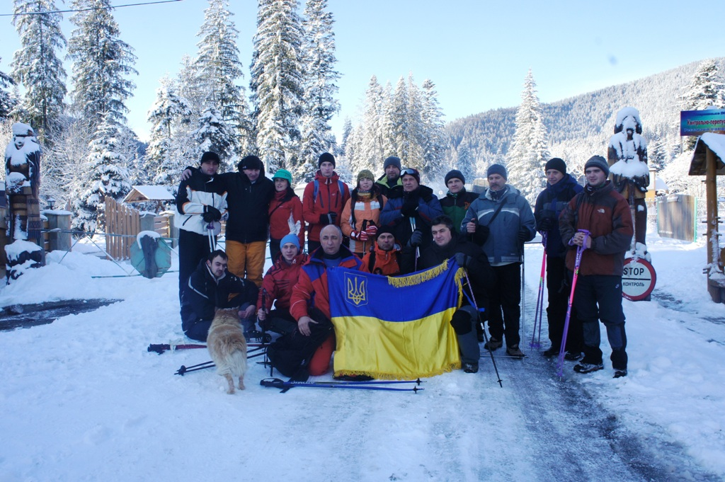 Викладачі та студенти Львівського університету зимовим сходженням на Говерлу розпочали ювілейний рік Івана Франка