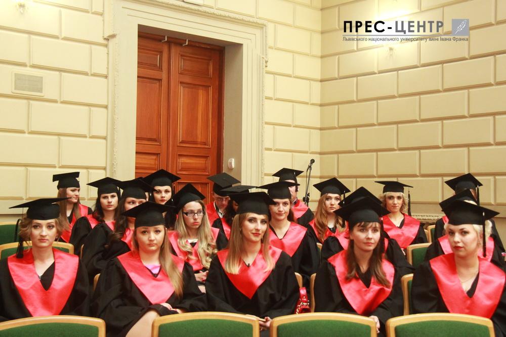 Випускникам юридичного факультету вручили дипломи про вищу освіту
