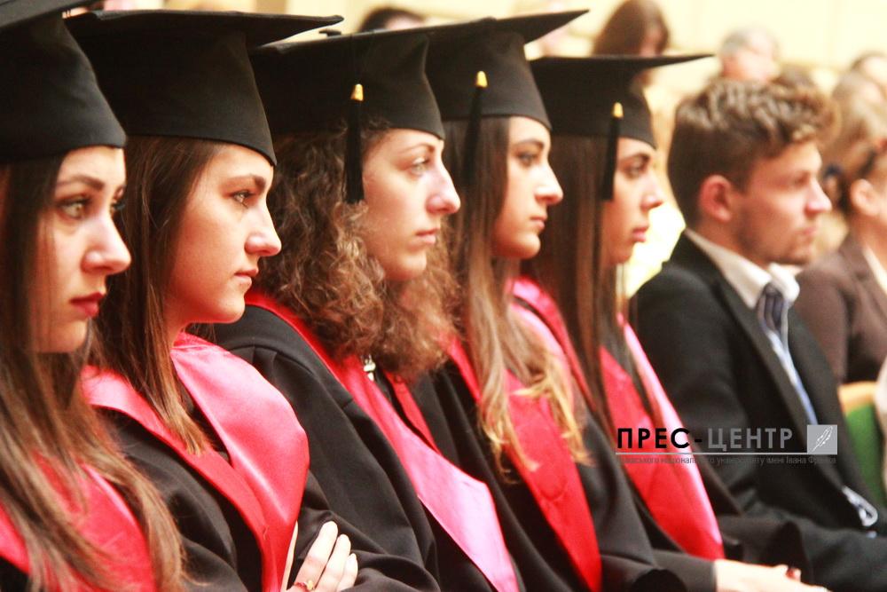 Випускники факультету культури і мистецтв отримали дипломи про вищу освіту