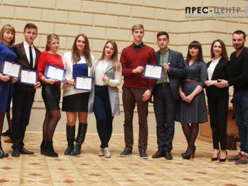 Близько 100 студентів нагородили грамотами до Дня Університету
