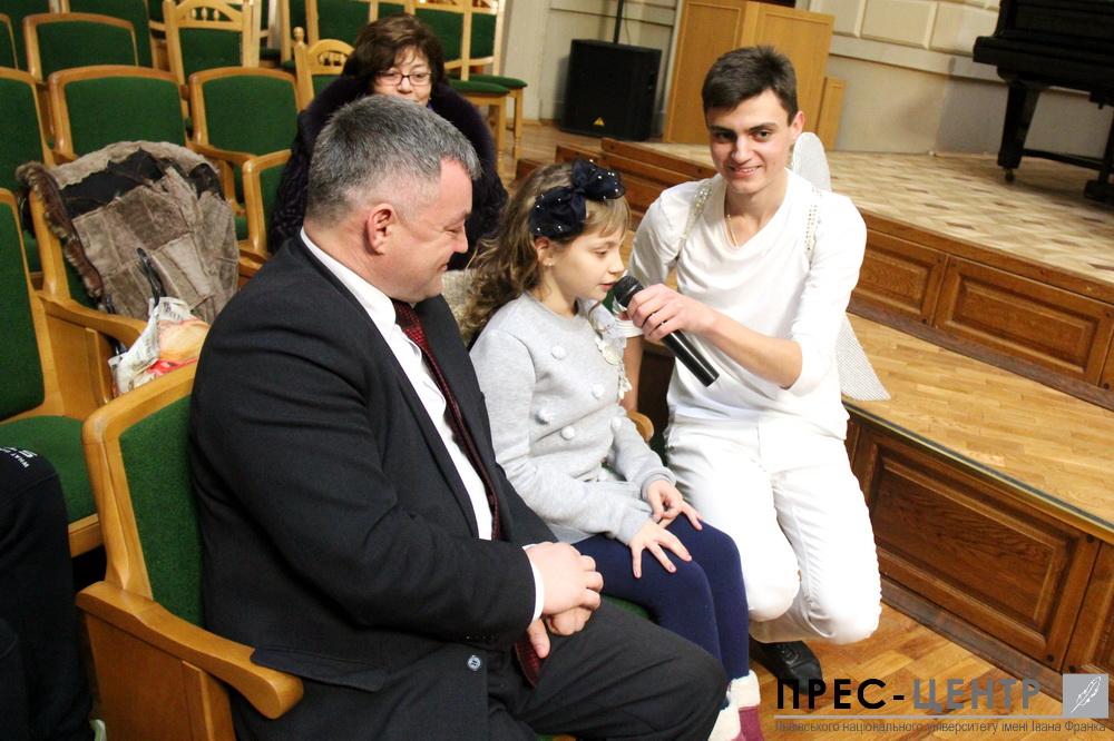 http://www.lnu.edu.ua/wp-content/uploads/2016/12/2016-12-19-mykolay-16.jpg