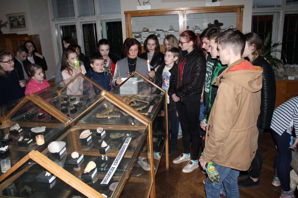 У Палеонтологічному музеї провели екскурсію при свічках