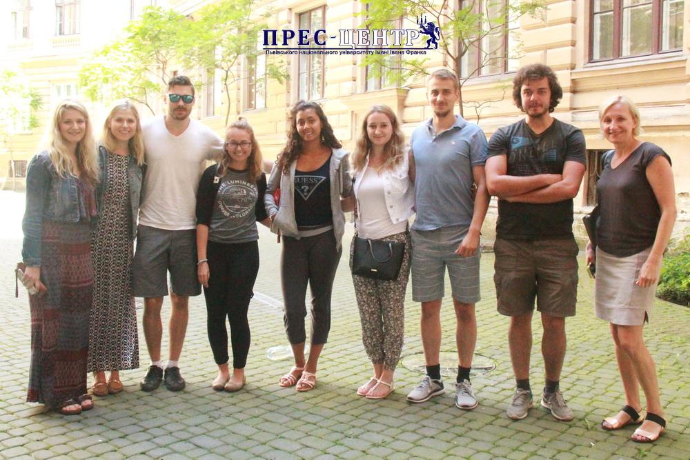 В Університеті студенти з Канади та США вивчають українську мову