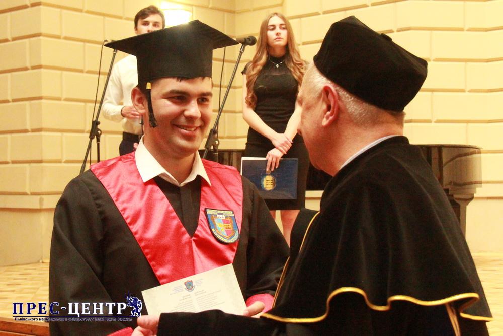 Випускники факультету прикладної математики та інформатики отримали дипломи про вищу освіту