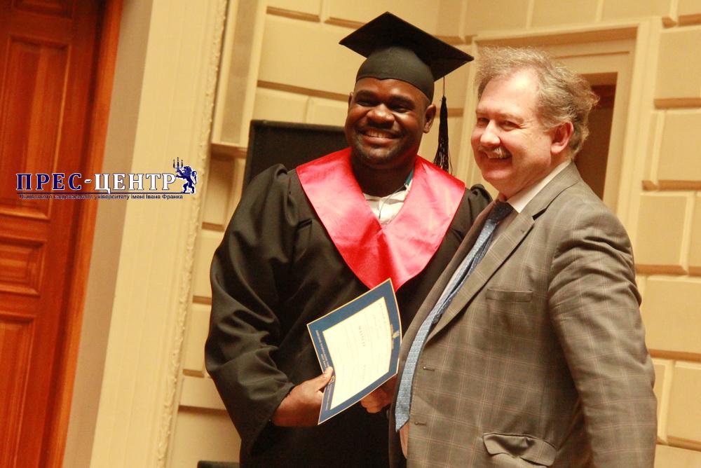 Урочиста академія з нагоди вручення дипломів випускникам факультету міжнародних відносин