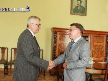 Ректор Університету Володимир Мельник зустрівся з громадським і політичним діячем, депутатом Європарламенту Мареком Сівецем