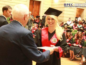Випускники факультету журналістики отримали  дипломи про освіту