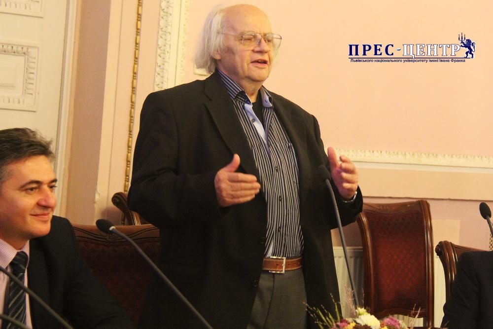 Іван Драч зустрівся зі студентами і викладачами Університету