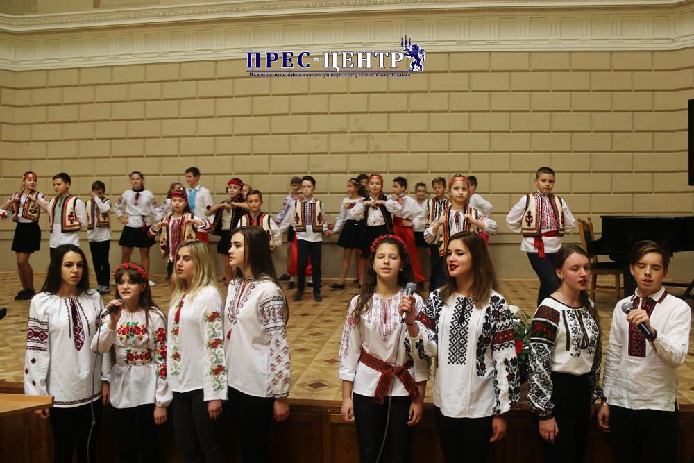 «Україна починається з тебе» (творчий вечір Спеціалізованої середньої загальноосвітньої школи № 46  ім.  В.Чорновола)