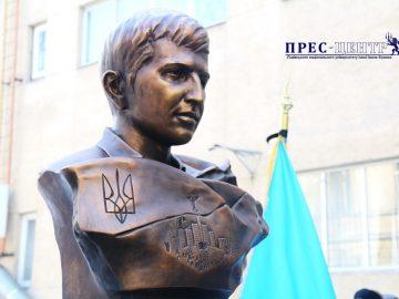 На географічному факультеті Університету відкрили пам'ятник Героєві Небесної Сотні Ігорю Костенку