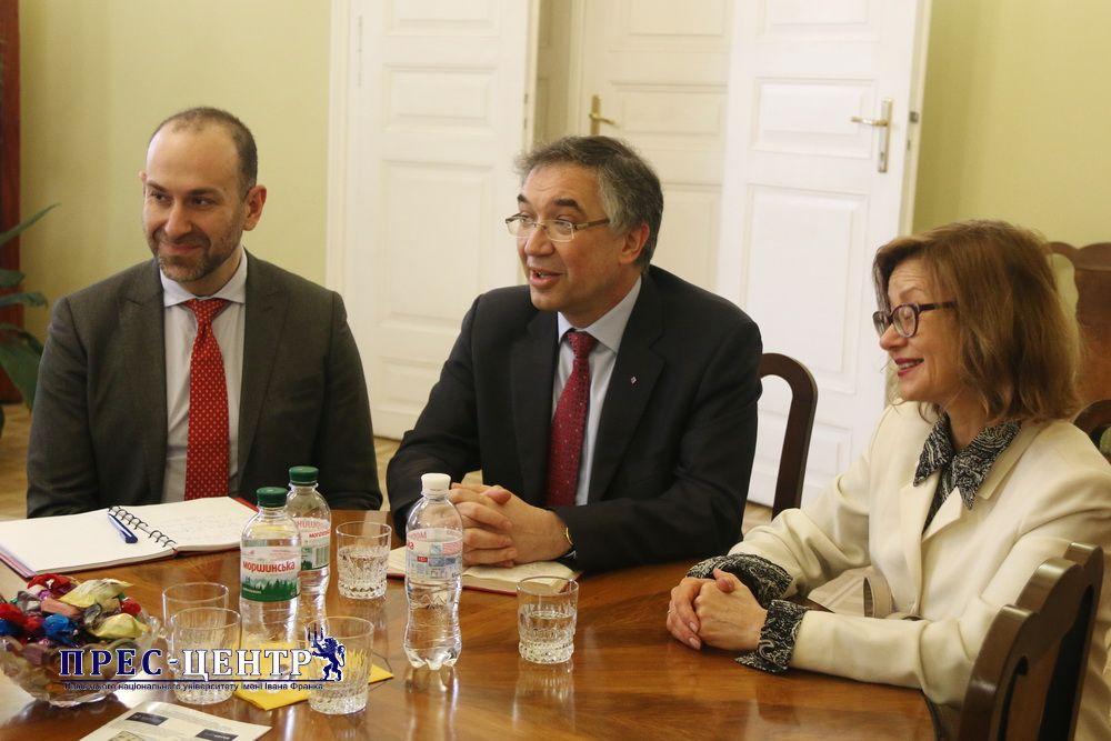 Надзвичайний і Повноважний Посол Канади в Україні Роман Ващук відвідав Львівський університет