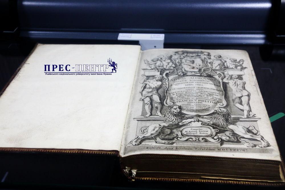 Наукову бібліотеку Львівського університету обладнали сучасною сканувальною технікою