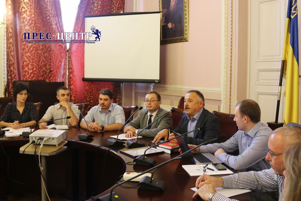 В Університеті відбувся круглий стіл, присвячений 100-річчю запровадження державної служби України