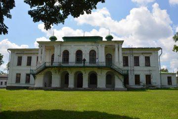 Фасад палацу Закревських з боку парку