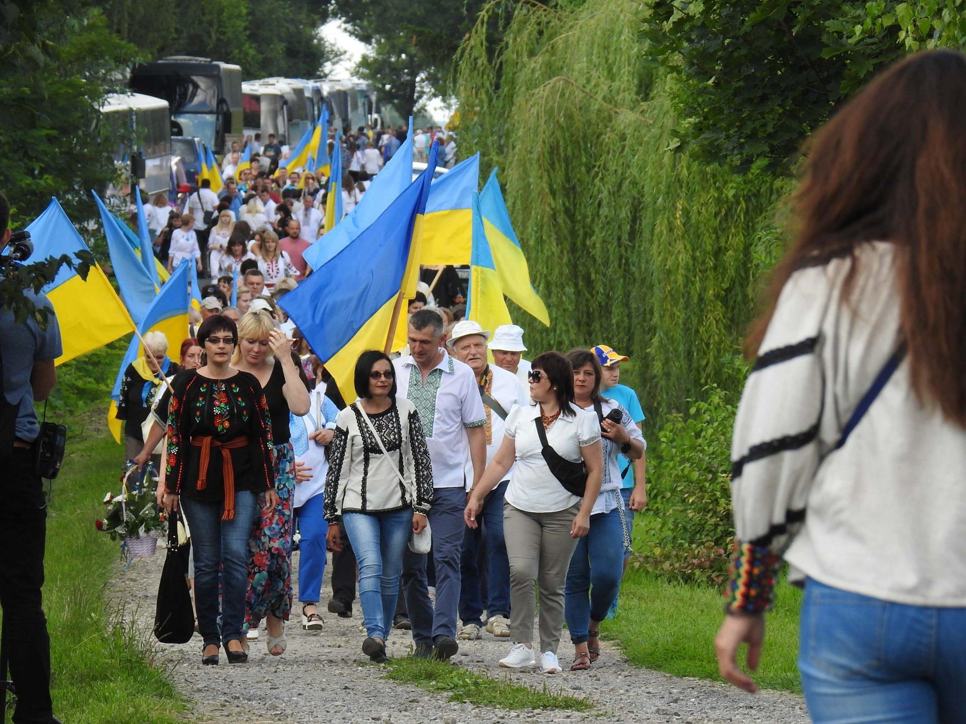 Посвята пам'ятника вбитим українцям у селі Сагринь