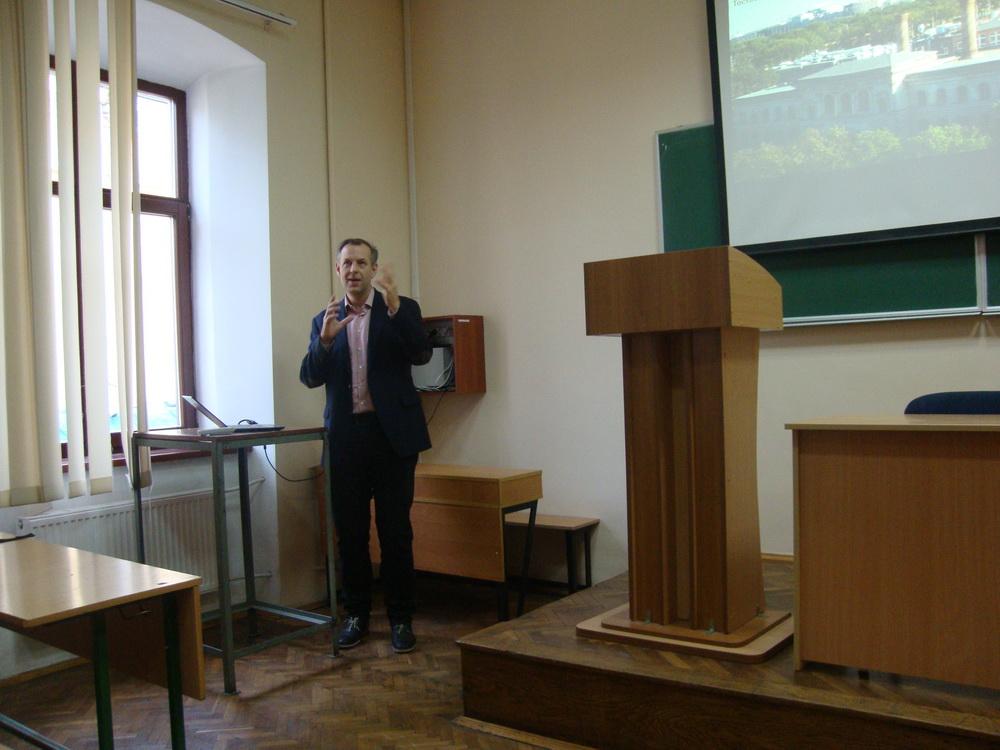 Professor Roderich Süssmuth met with biology students