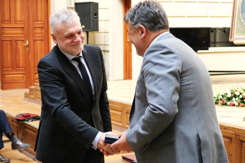 Романа Гладишевського нагородили однією з найвищих персональних відзнак НАН України