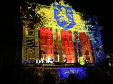 На фасаді Львівського університету показали відеомапінг з нагоди 100-річчя ЗУНР