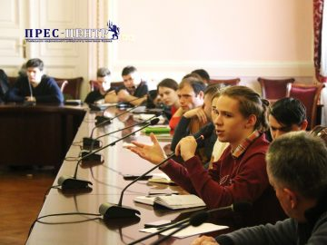 Ректор Володимир Мельник зустрівся зі студентами Університету