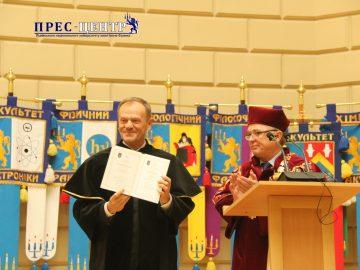 «Доктор і друг»: Дональдові Туску вручили диплом «Doctor Honoris Causa Львівського університету»