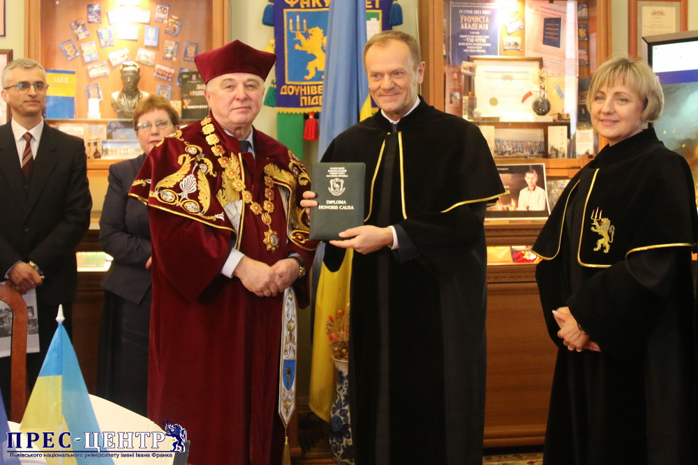 """Doctor and friend"": Donald Tusk  awarded with ""Doctor Honoris Causa of Lviv University"""
