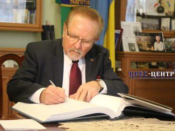 Лауреат Нобелівської премії Євген-Зенон Стахів зустрівся з академічною громадою Львівського університету