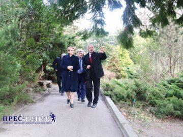 Міністр освіти Лілія Гриневич відвідала ботанічний сад університету