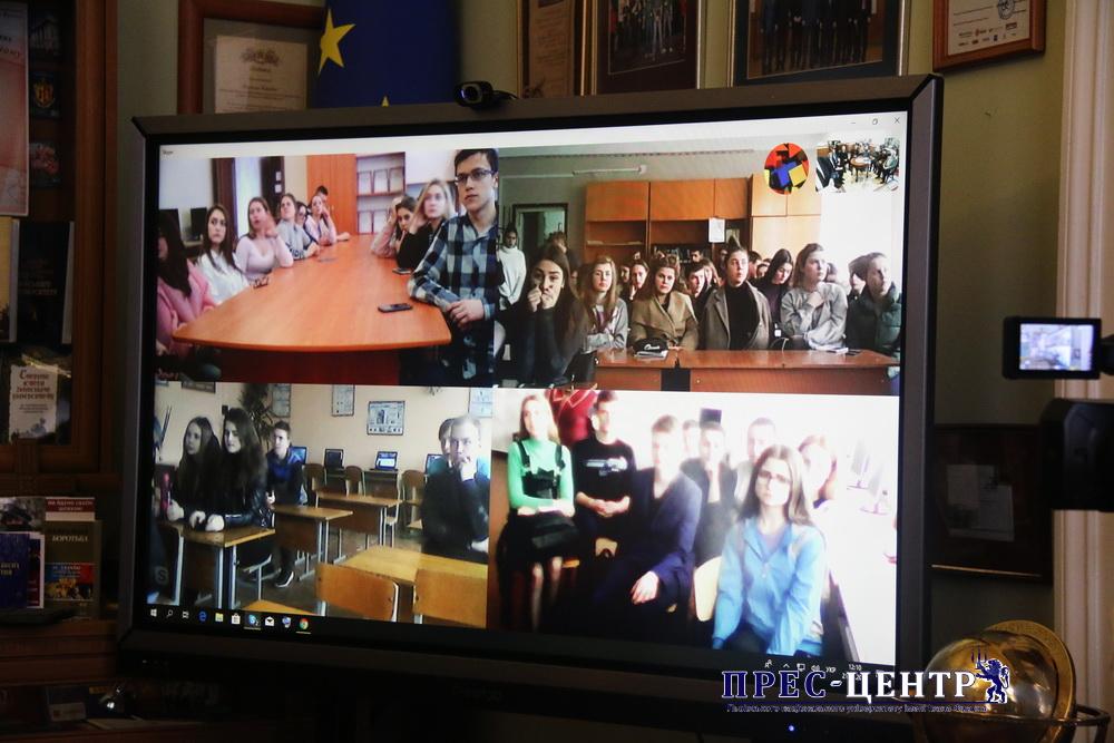 Представники Університету провели онлайн-діалог з учнями п'яти шкіл України