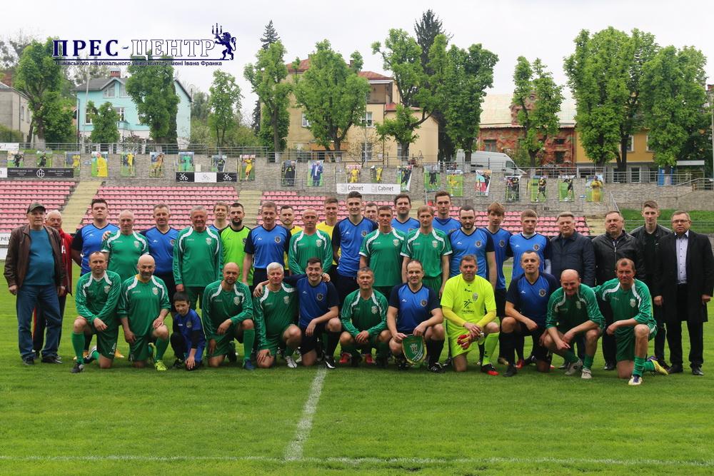 Команда збірної Університету зіграла товариський матч із ветеранами ФК «Карпати»