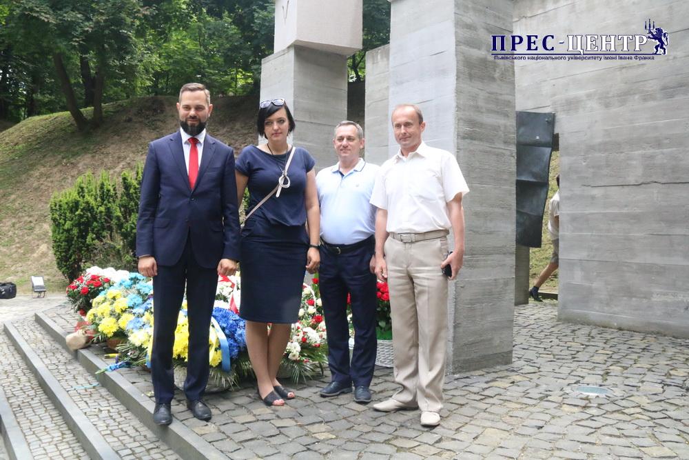 Представники Університету вшанували пам'ять професорів, розстріляних на Вулецьких пагорбах
