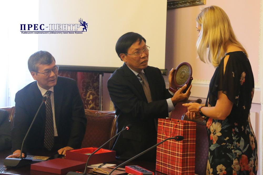 Львівський університет відвідала делегація Товариства дружби «В'єтнам-Україна»