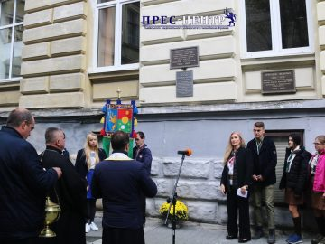 На географічному факультеті встановили пам'ятну табличку, присвячену науковцю Юрію Полянському