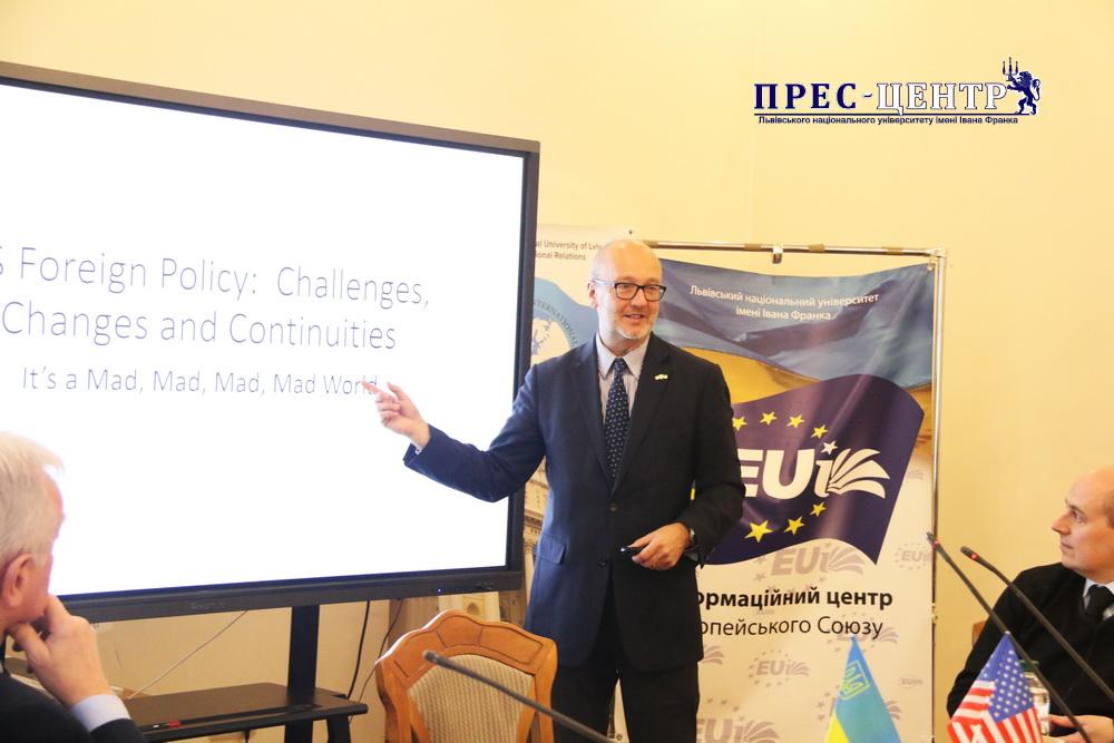В Університеті розпочала роботу наукова конференція на тему сучасної зовнішньої політики і дипломатії США